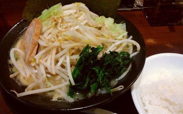 「醤油豚骨・キャベもや」@麺家 徳 アトレ川崎店の写真