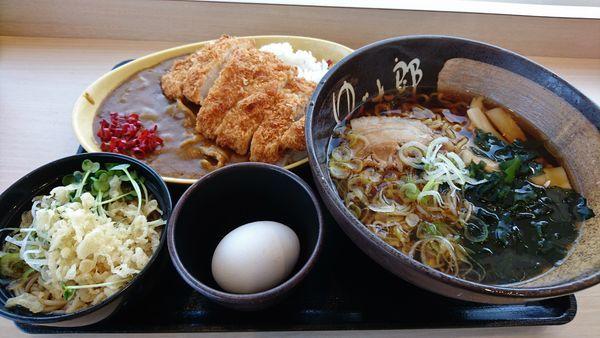 「ジャンボカツカレー(小そば付き)+中華そば+生たまご」@ゆで太郎 入間宮寺店の写真