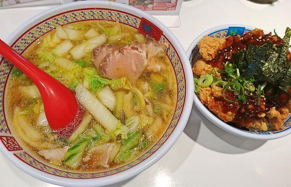 「黄金唐揚げセット930(おいしいラーメン+唐揚げ丼)」@どうとんぼり神座 AMASTAAMASEN店の写真