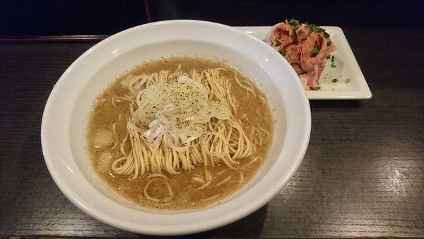 「福富ブラック+肉増し・生姜の替玉」@灰汁中華 丿貫 福富町本店の写真