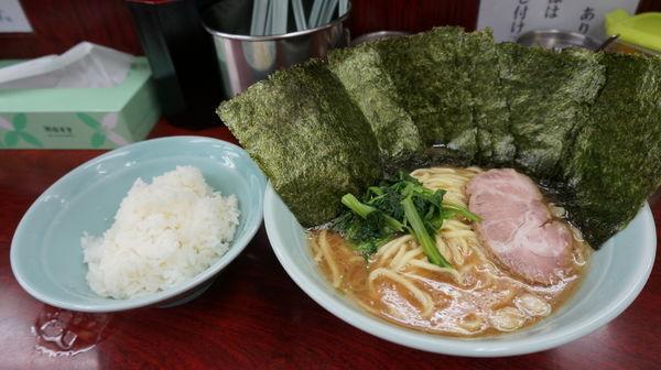 「ラーメン+のり+ご飯」@横浜ラーメン武蔵家 菊名店の写真