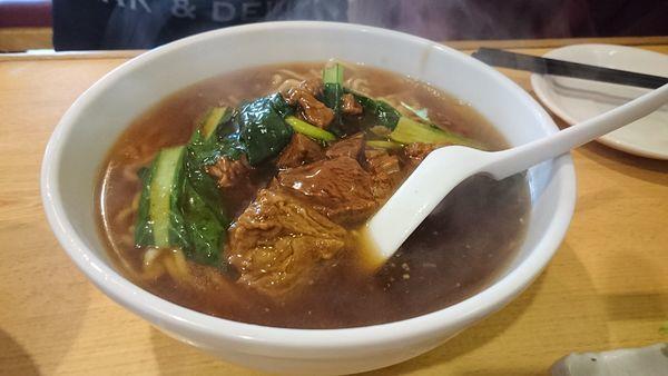 「牛バラ麺(590円)」@中華小皿料理 聖の写真