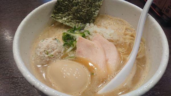 「濃厚鶏白湯 醤油(味玉)」@らーめん 銀杏 松戸店の写真