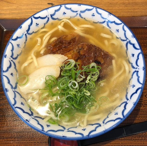 「ソーキそば(紅生姜抜き¥842)」@沖縄料理 なんくるないさー 錦糸町店の写真