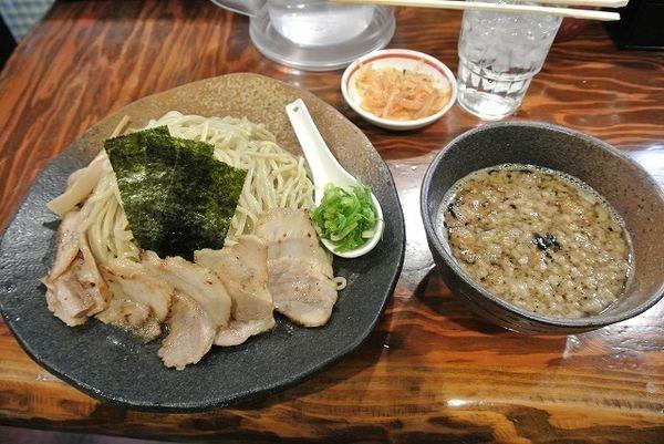 「もつつけ麺 大盛 正月無料チャーシュー お屠蘇」@龍の家 新宿小滝橋通り店の写真