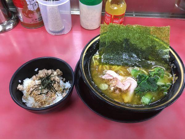 「ラーメン(固め、濃いめ、多め)+チャーシューまぶしご飯」@はじめ家の写真