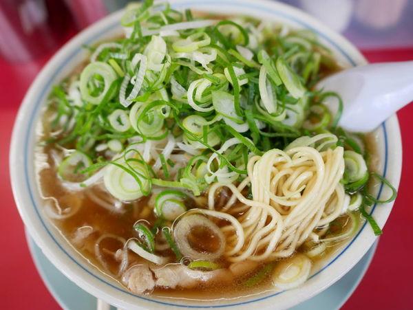 「ラーメン 麺硬め+ネギ多め+チャーシュー半々」@ラーメン藤 京都本店の写真