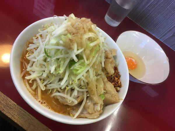 「味噌ラーメン +生玉」@ジラフの写真