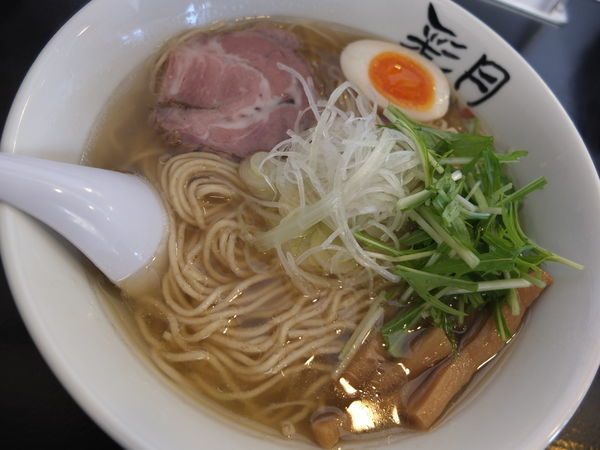 「塩らーめん(全粒粉大盛り+味玉ハーフ)」@麺屋彩月の写真