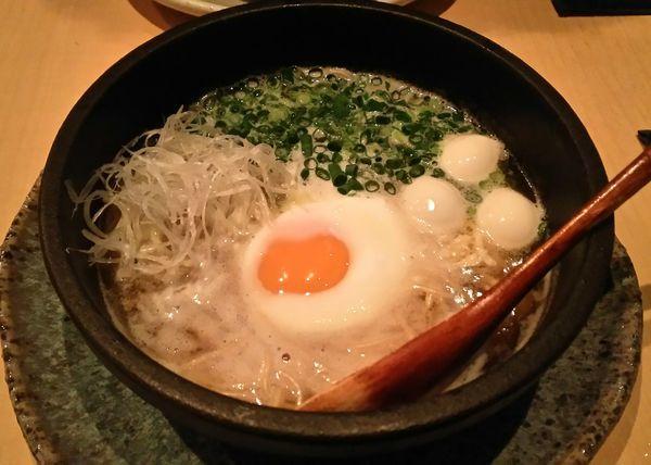 「【夜限定】鶏煮込みそば+半熟卵(クーポン) 980円」@鶏料理 葉やまの写真