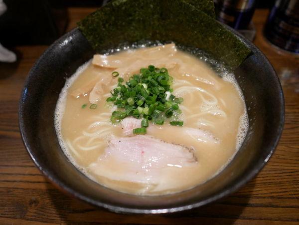 「限定 鶏白湯拉麺」@拉麺 阿吽の写真