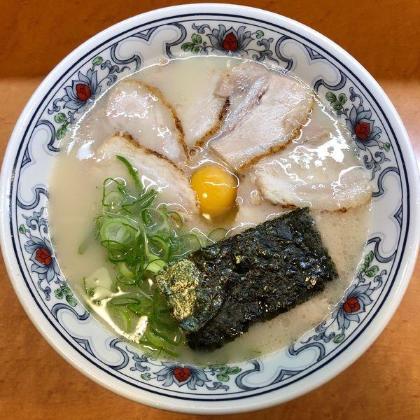 「チャーシュー麺 (1,100円) 玉子 (100円)」@一休軒 広島本店の写真