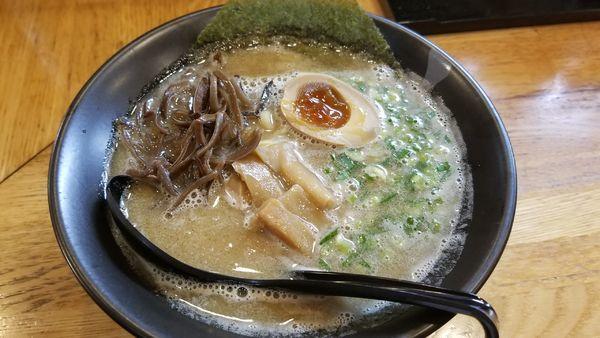 「魚介豚骨あさりらーめん 味玉半分トッピング」@麺屋 らーめん花道の写真