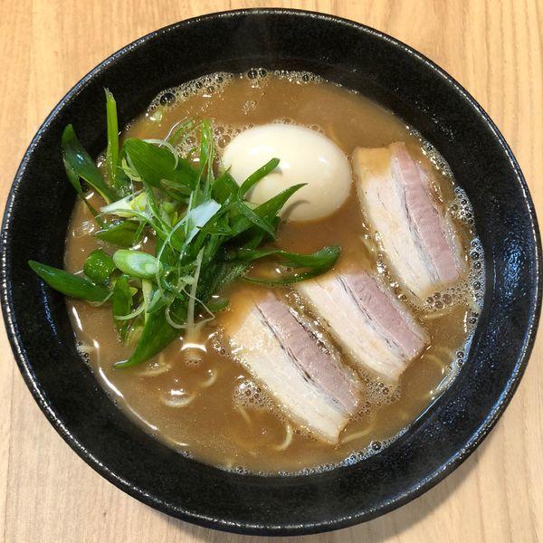 「らーめん 並 (680円) 煮玉子 (100円)」@らーめん両さんの写真