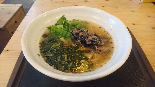 「朝塩そば+モロヘイヤ・黒豆納豆」@麺場 浜虎 横浜店の写真