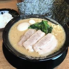 横濱家系ラーメン 布施商店の写真
