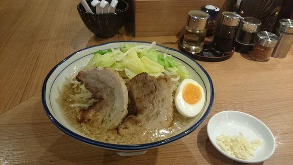 「醤油とんこつ・大盛(ヤサイアブラ)¥890」@らーめん勇の写真