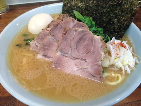 「特製ラーメン」@横浜家系豚骨醤油極太麺 侍 本店の写真