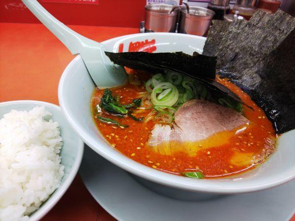 「辛味噌ラーメン辛さMAX(クーポン海苔)」@ラーメン山岡家 桑名店の写真