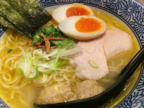 「比内地鶏白湯そば(全部のせ)980円」@濃厚鶏そば 麺屋武一 新橋本店の写真