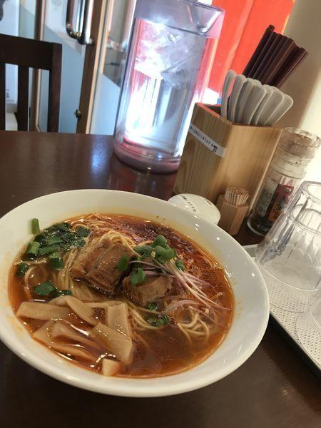 「紅華麺、パクチーをかいわれ大根に変更(780円)」@角煮酢豚麺 ゆきふじの写真
