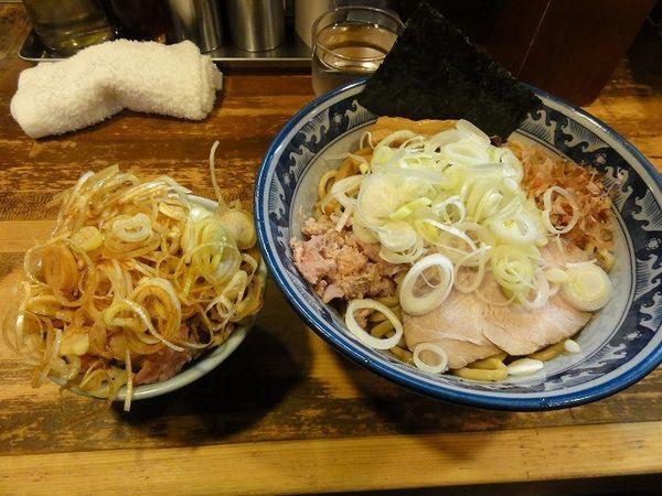 「油そば 780円 ミニ刻みチャーシュー丼 250円 ネギ多め」@兎に角 松戸店の写真