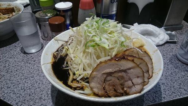 「味噌・大盛・豚増し(ヤサイアブラマシ)¥1130」@ラーメン宮郎の写真