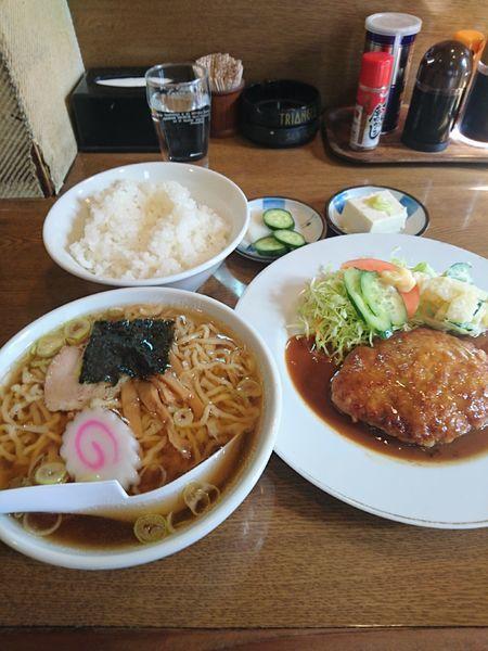 「ミニラーメン&ハンバーグライス 900円」@グリルこみやの写真