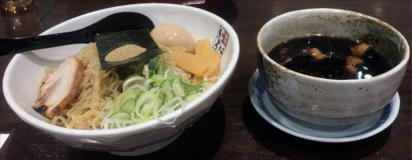 「黒つけ麺2玉」@麺家いろは 秋葉原店の写真
