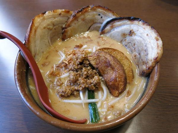 「味噌漬け炙りチャーシュー麺(北海道味噌): 1080円」@麺場 田所商店 足立江北店の写真