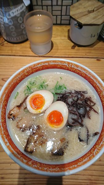 「博多ラーメン味たまトッピング」@めんくいや 博多駅東店の写真