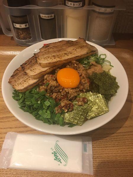 「台湾まぜそば大盛+炙りチャーシュー」@つけ麺・ラーメン フジヤマ55 小倉エキナカひまわりプラザ店の写真