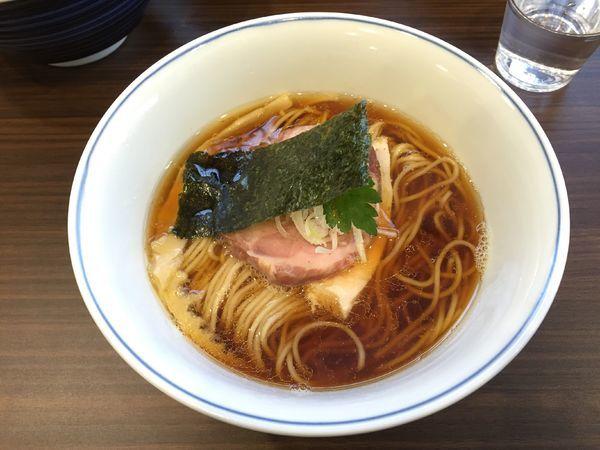 「醤油らぁめん」@らぁ麺  麦一粒の写真