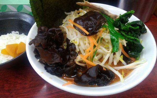 「ファイアーラーメン+野菜盛り+小ライス」@横浜ラーメン武蔵家 菊名店の写真