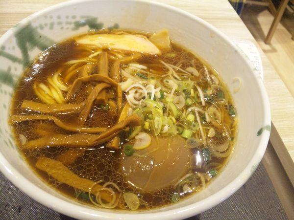 「らーめん醤油(味玉付き)970円」@G麺7-01の写真