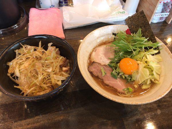 「濃厚魚介豚骨醤油らーめん 880円」@ら~めん TAMAZOの写真