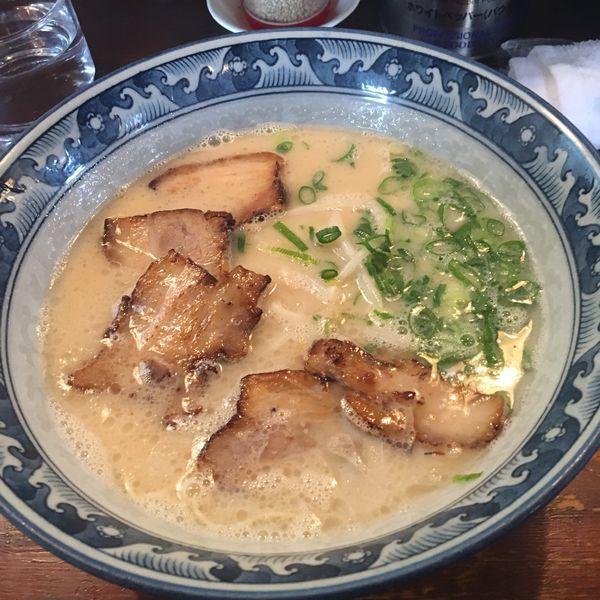 「とんこつラーメン あぶり肉入り 替え玉」@麺屋 大輔の写真