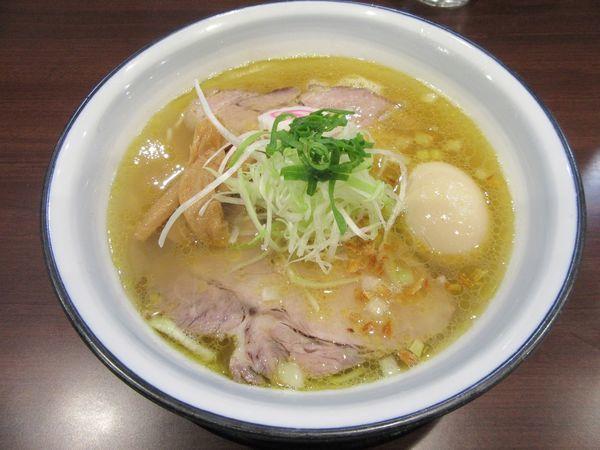「芳醇鶏塩ラーメン(700円)+味玉」@らーめんつけ麺 吉田商店 本店の写真