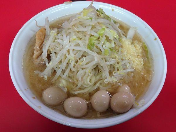 「小ラーメン(750円)+ニンニク味(50円)+うずらの卵」@ラーメン二郎 茨城守谷店の写真