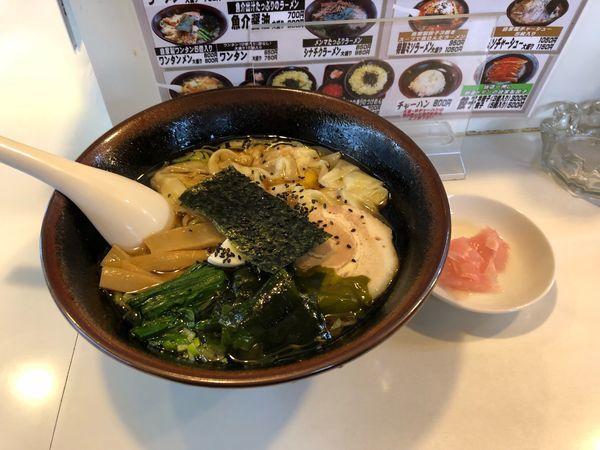 「ワンタン麺   800円」@手もみらぁめん 十八番の写真