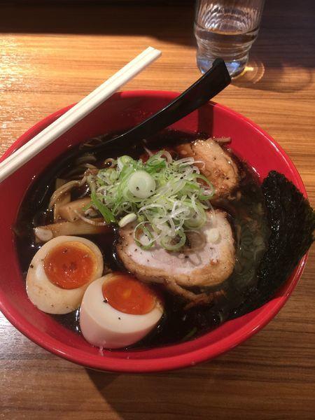 「富山ブラック味玉ラーメン」@麺家いろは CiC店の写真