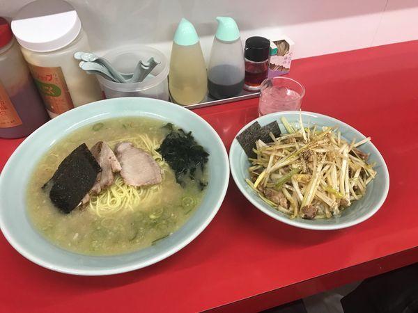 「ラーメン中盛りとネギ丼」@ラーメンショップ 厚木岡田店の写真