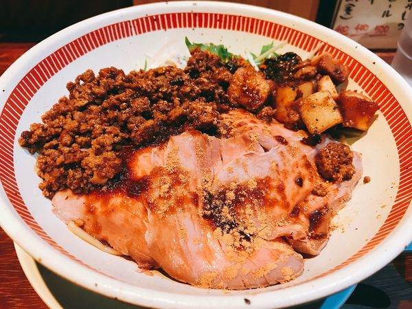 「肉盛りまぜそば」@麺屋 ほぃの写真