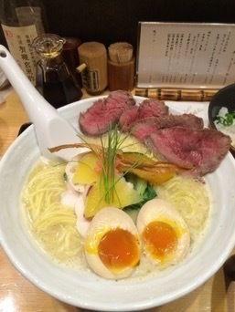 「鶏白湯SOBA+ローストビーフ+味玉」@銀座 篝の写真