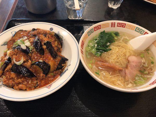 「麻婆丼、半塩ラーメンセット 850円」@長城飯店の写真
