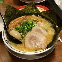 東京とんこつ とんとら 白岡店の写真