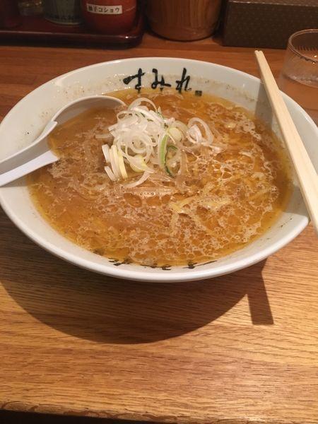 「味噌ラーメン900円」@すみれ 札幌すすきの店の写真