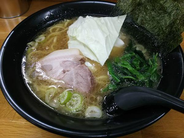 「とんこつ醤油ラーメン ※クーポンで500円」@萬年家の写真