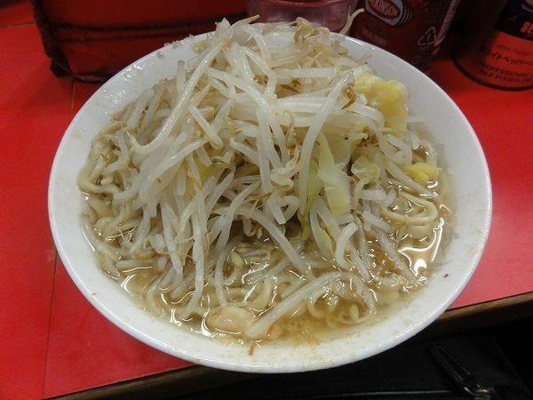 「ラーメン 600円 麺硬め ニンニク 脂」@ラーメン二郎 三田本店の写真