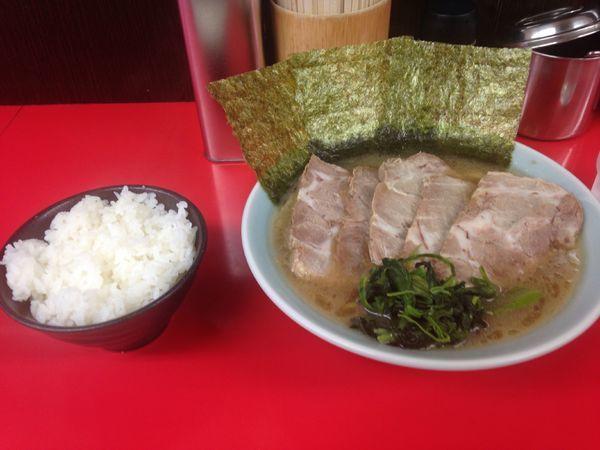 「チャーシュー麺と半ライス」@横浜家系ラーメン 心家の写真